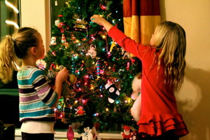 decorating-christmas-tree